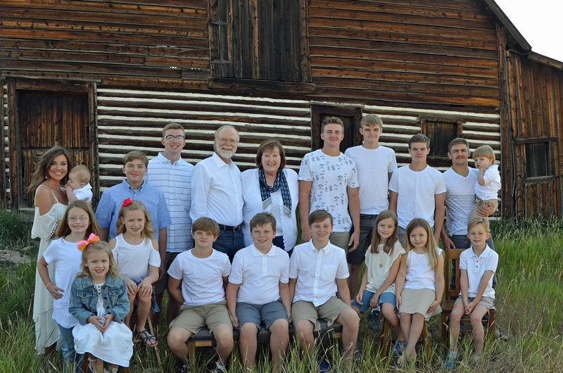 Frank&Becky_all grandkids-01