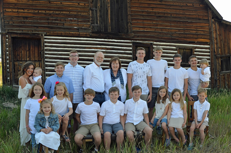 Frank&Becky_all grandkids-06