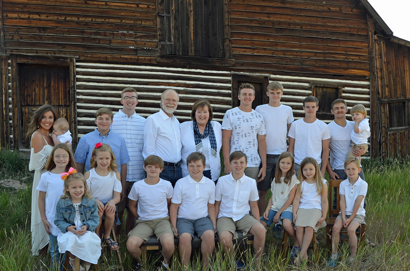 Frank&Becky_all grandkids-02