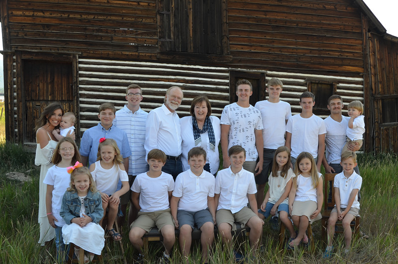 Frank&Becky_all grandkids-05