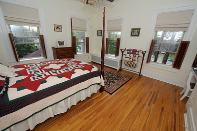 I had forgotten that the master bedroom has 4 windows. The cross breeze must be sweet. Compare to this.