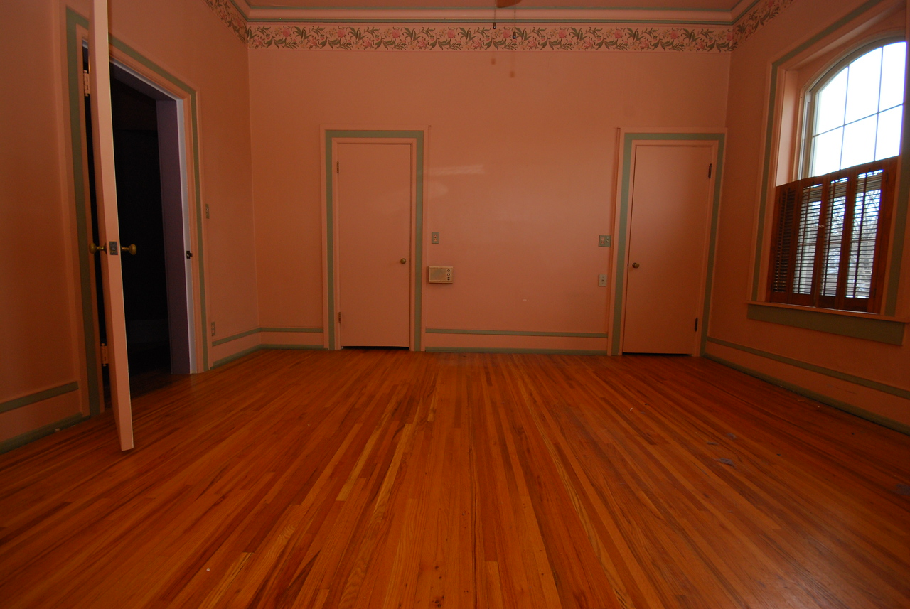 The master bedroom is the only one with 2 closets.