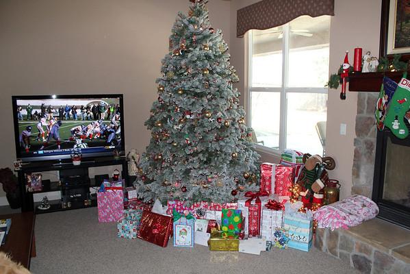 12-24-2011 Christmas 2011 at Jason & Diana
