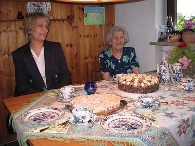 Hertha + Alma mit Torte (6)