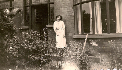 DPB-174: May (Maisie) Barr at 187 Sandown Road in 1952 - year of purchase