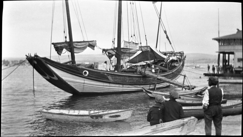 The Chinese Junk AMOY, on a brief stopover in Long Beach, 1922
