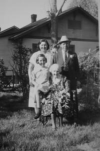 Dorothy Vawter, Goerge Bledden, girl Vawter and Nellie Cain Bledden Wade, ca 1945