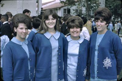 19680601_lindas_graduation3
