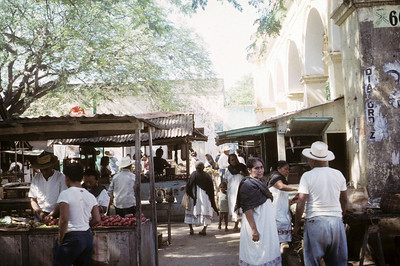 The open air market at Muna, near Uxmal.