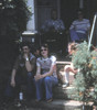 Will, Jeff, Linda, Dolly on steps. Dad & Mom on porch. Cropped.