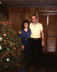 December 1984 Ann & Russell Bellmor Christmas At Jody Drive Home