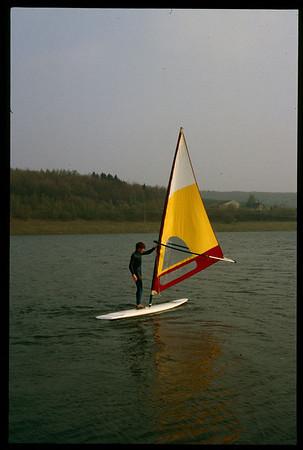 1985-1986 Frankfurt, Boris surft auf Stausee, Katja