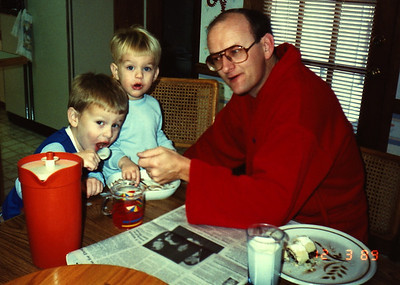 1989:12 Justin, Morgan & Russell Bellmor Eating Cereal At Highland Pointe Home