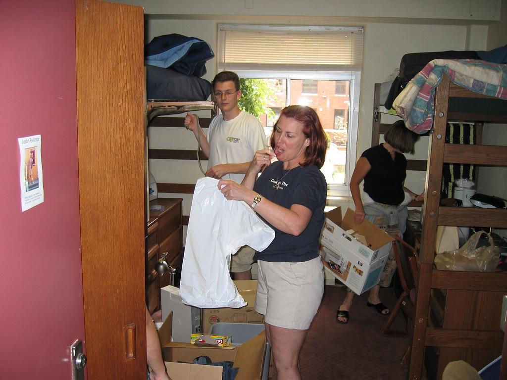 Ann & Justin Bellmor's Move Into Georgia Tech Dorm Room Fall 2004
