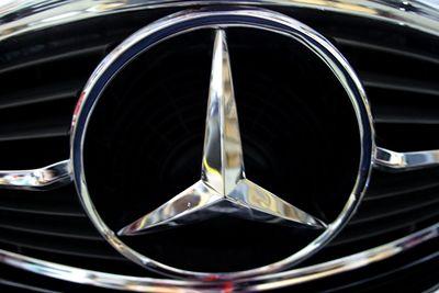 Mercedes Symbol 72
