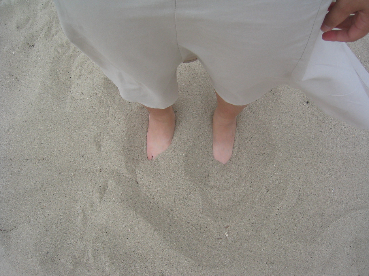 Proof that Muoy Muoy touched a beach @ Santa Monica Beach, Monday 6 2 2003