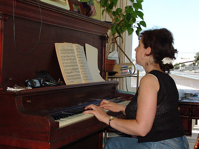 Mom at piano1