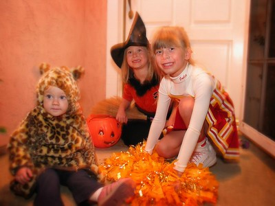 10/31 - Trick or treating with Julia and Cloe