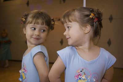 12/9 - Lili is going to a ballet class every week. She is excited to dress up and to have her hair done and she loves the class.
