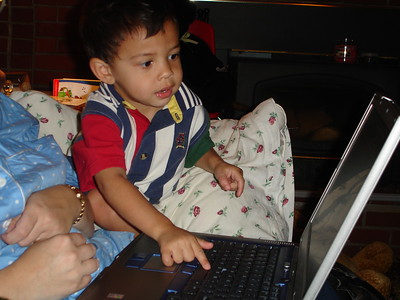 2005-09-28 AJ playing with a laptop