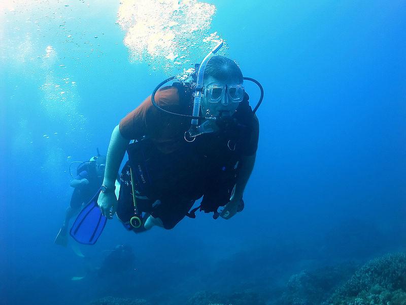(11-11-2005)  Dad Scuba diving.