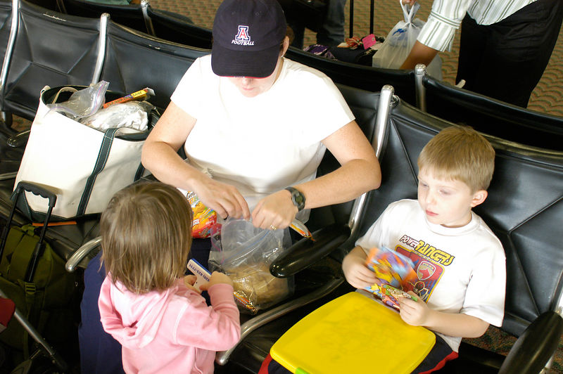 (11.04.2005)  Claire getting some provisions from mom in the Honolulu airport after a long flight from the mainland.