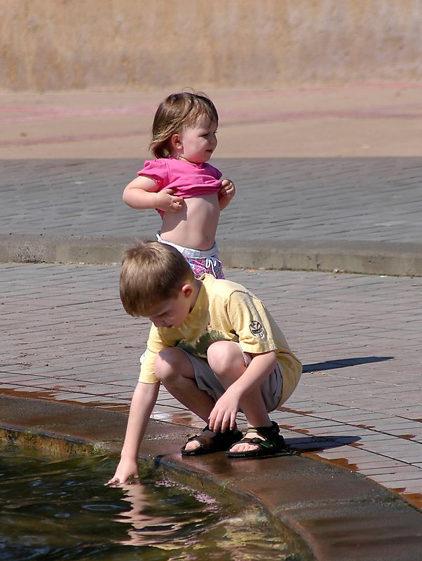 May 27, 2005 -- Claire and Connor at the Balboa Park fountain.