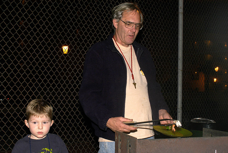 (12.26.2005)  Uncle John cooking the shrimp on the barbie.