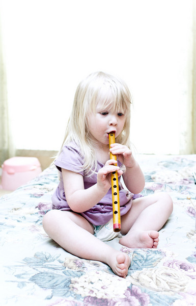 Chloe plays the Native American Indian flute from Montana.
