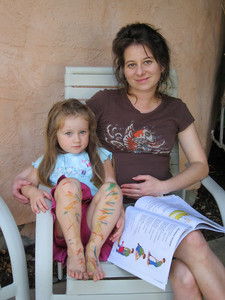 8/31 - Adel is reading a story to Lili, who made some tatto's on her leg.