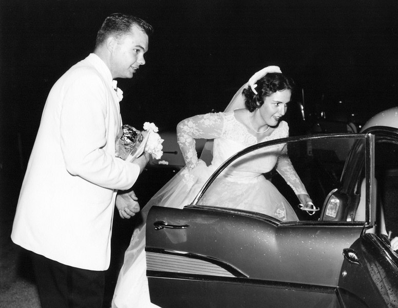 wedding mom and dad getting into car