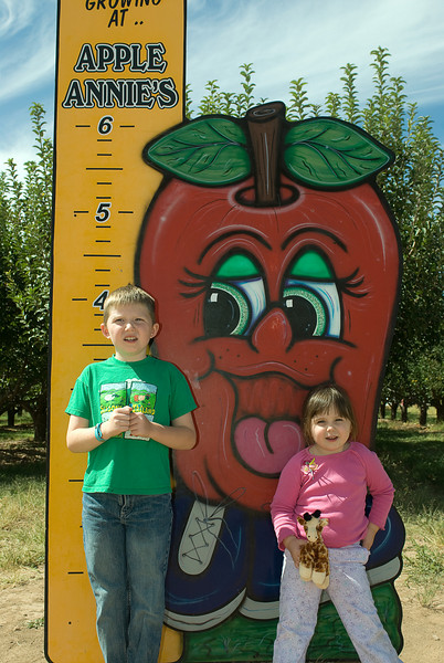 10.7.2007 -- Apple picking at Apple Annies