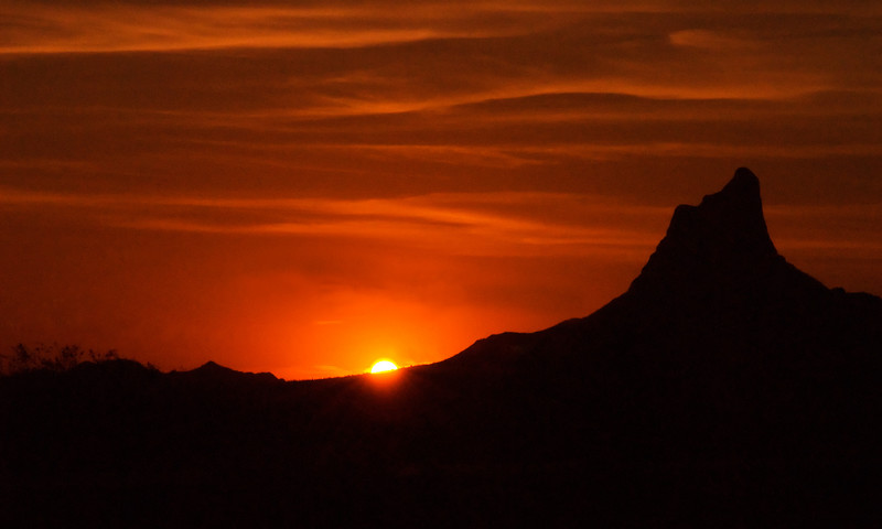 7.2.2007 --- The sunset at Picacho Peak on the way to San Diego.