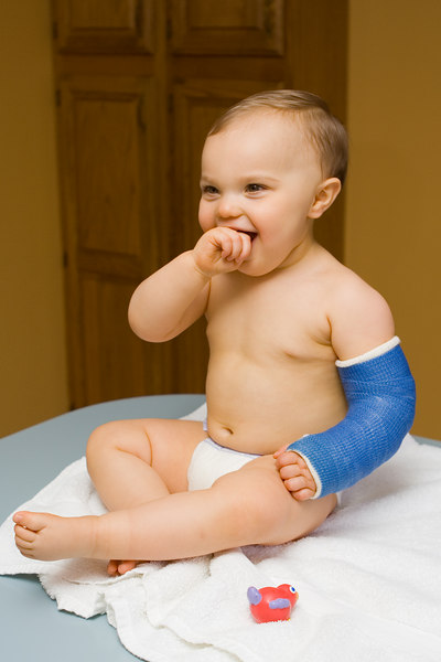 We've been sponge bathing K.C. instead of running the risk of getting his cast wet in a bath.