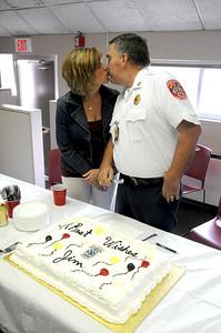 DSC_1577 - Gail & Dad - Cake Kiss