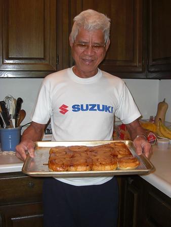 2008-10-25 Grampa Jun baked his 1st cinnamon rolls