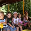 Lucas, Dylan, Daniel, Claire e Julia no zoologico. Olivia ficou em casa... MUITO quente!