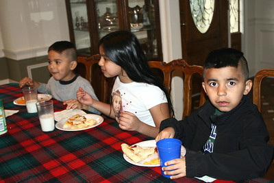 Dinnertime - Julio, Miguel and Jackie