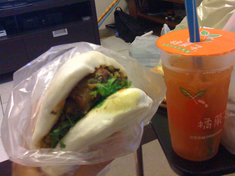 2008 11 25 Tue - Gua4 Bao1 and grapefruit drink