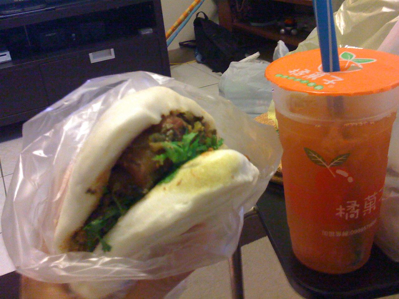 2008 11 25 Tue - Gua4 Bao1 and grapefruit drink