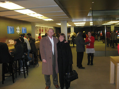 Ann & Russell Bellmor @ Apple Store London • Bellmor's London GTHOOD December 2009