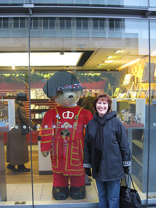 Ann Bellmor & Paddington Bear London • Bellmor's London GTHOOD December 2009