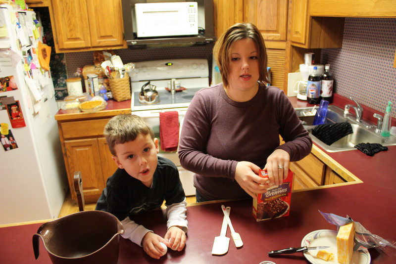Janel and Isaac makin' brownies