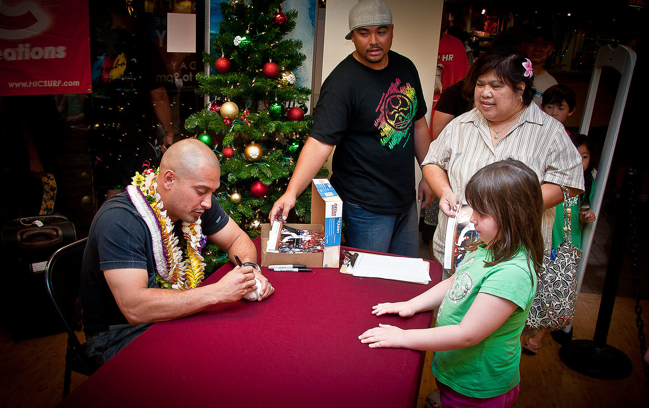 11.24.2009 -- Claire getting Maui native and Philadephia Phillies outfielder Shane Victorino autograph in a mall in Maui.