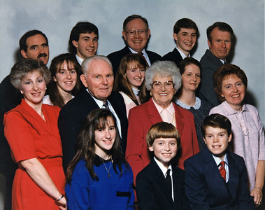 Front row: Jen, Rob, Greg; 2nd: Lynn, Dad, Mom, Anne; 3rd: Amy, Lisa, Julie; Back: Bob, Chris, Frank (Rusty), Mike, and Larry