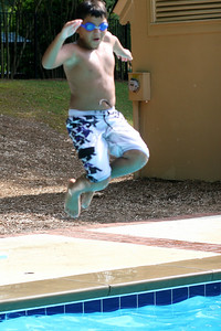 Alberto jumps