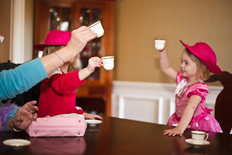 Caroline and Hat Ladies _-14