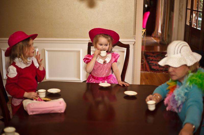 Caroline and Hat Ladies _-8