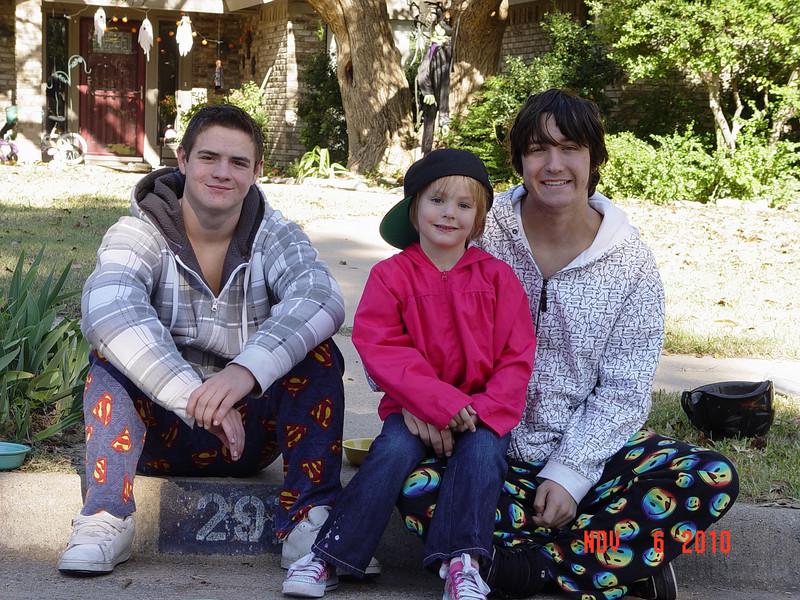2010-11-00soccer-holloween-Mollie-Olivia 062KyleOlivia