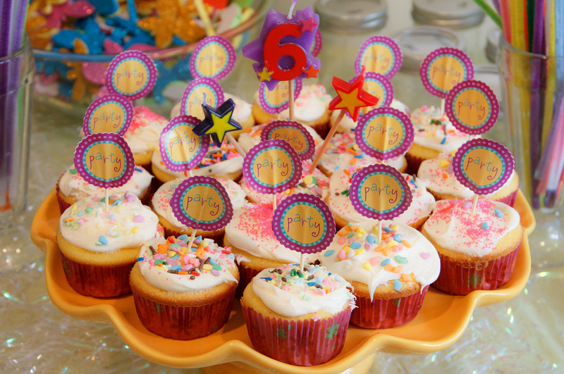Jennifer made cupcakes and Chloe and her friend decorated them.